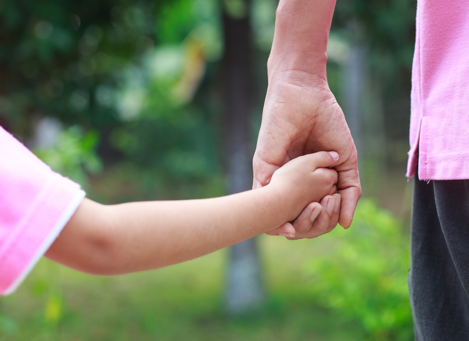 father holding a childs hand after calling a child support lawyer dayton